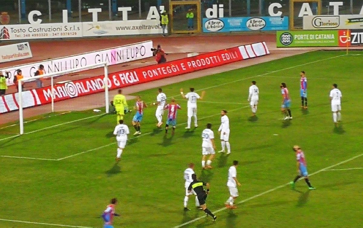 Catania batte 1-0 Francavilla, ma la prestazione è imbarazzante... solo fischi al Massimino